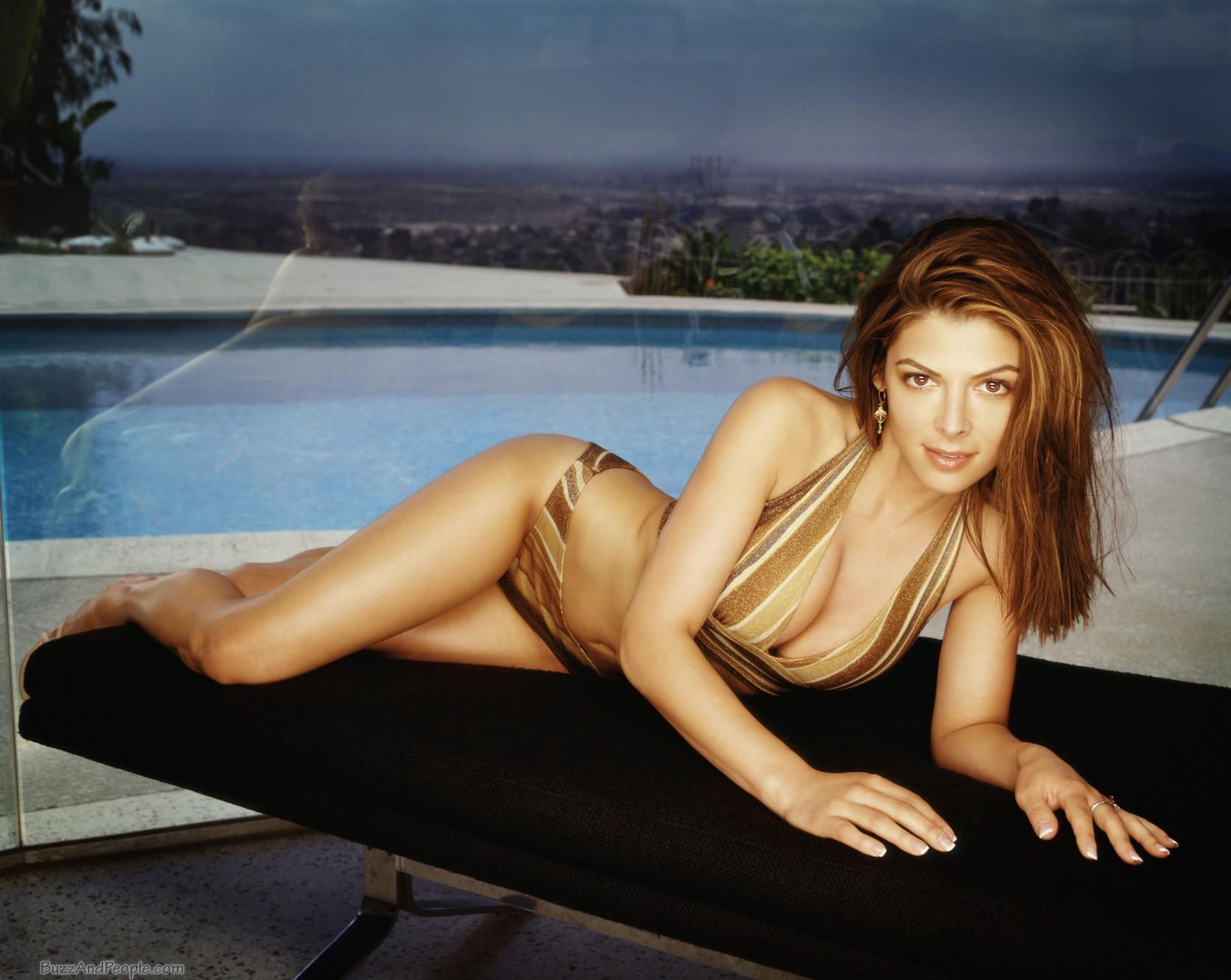 Alexandra Adi en bikini