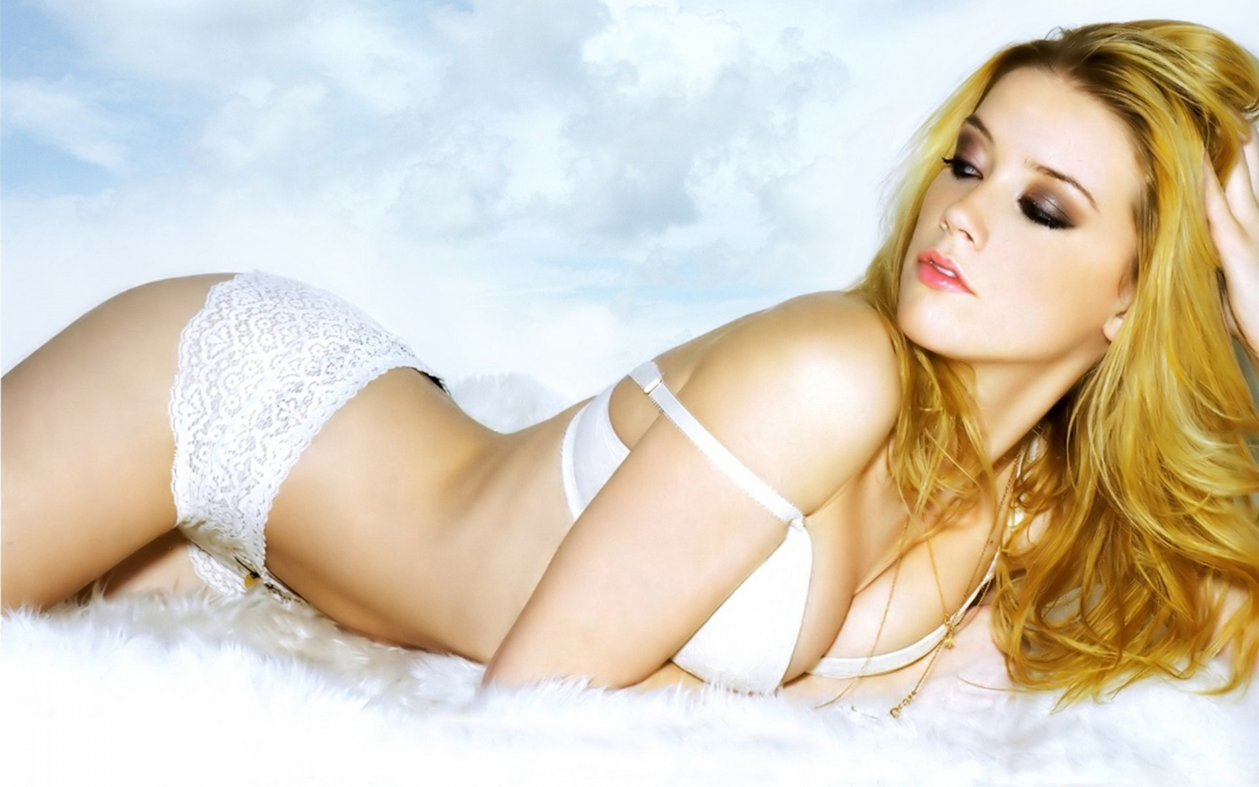 Amber Heard en lingerie de dentelle