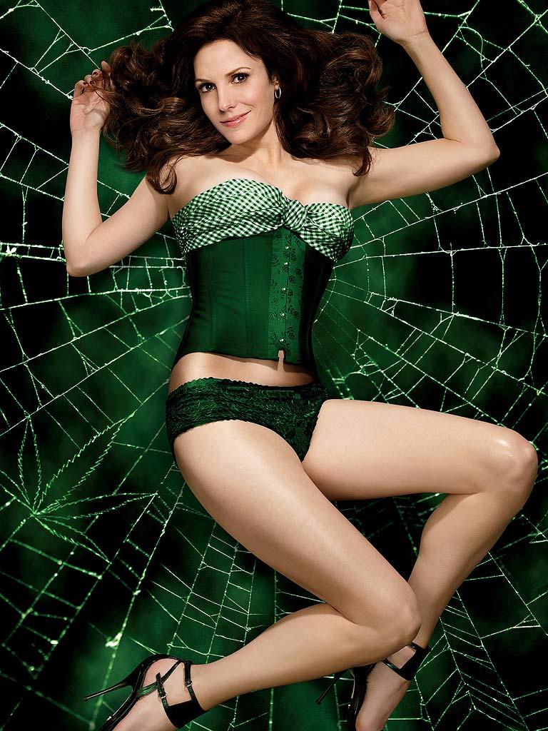 Mary-Louise Parker en culotte et corset
