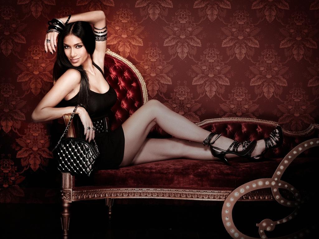 Nicole Scherzinger en mini-robe très decolletée