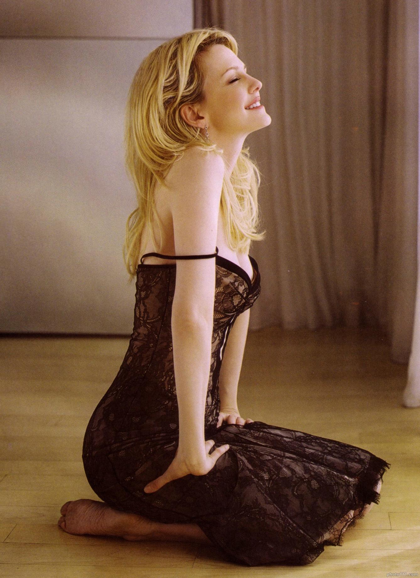 Kathryn Morris en robe de dentelle transparente