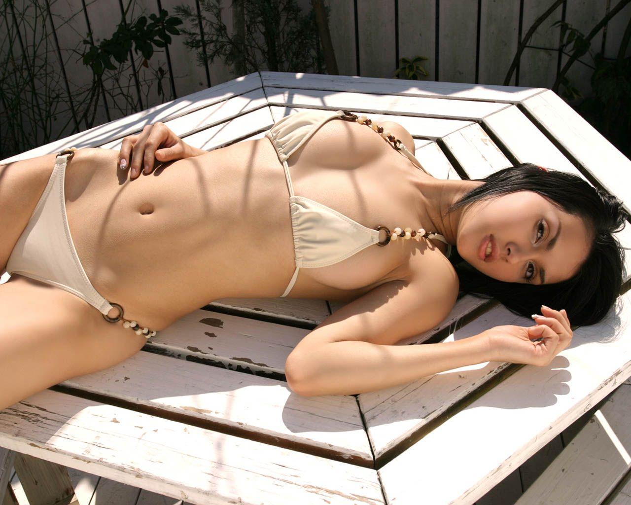 Maria Ozawa en bikini