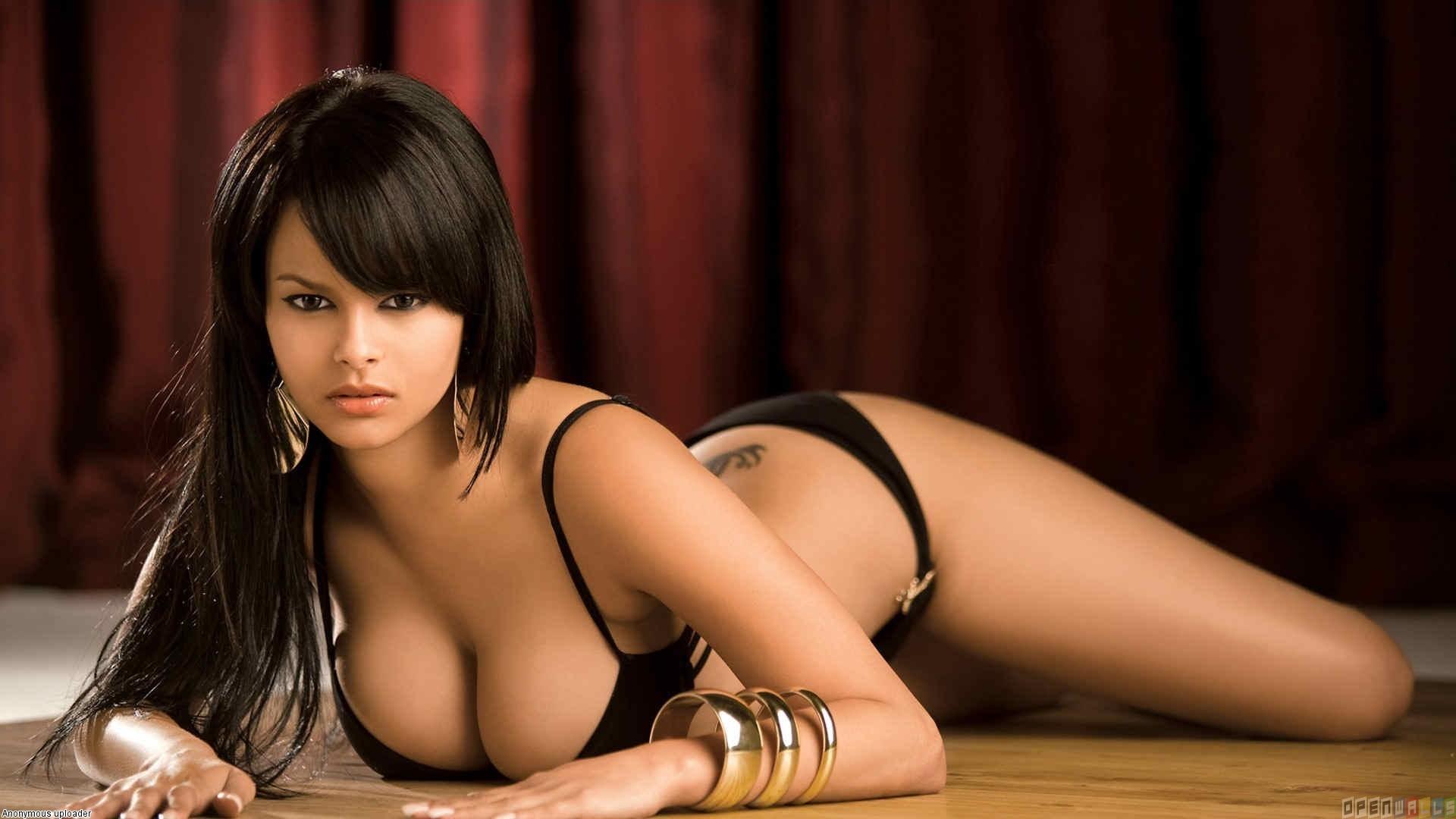 Sylvana Easton en lingerie noire