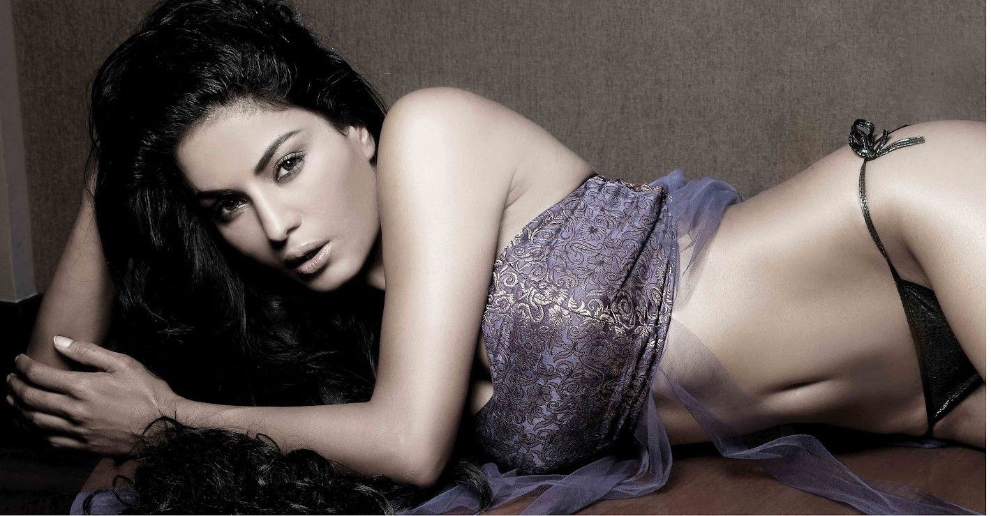 Veena Malik en string et soutien-gorge