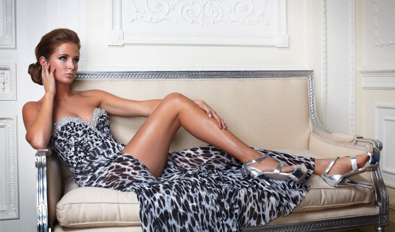 Millie Mackintosh en robe fendue