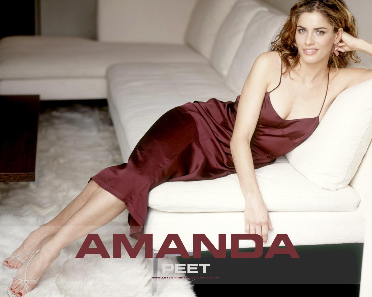 Amanda Peet en robe très décolletée