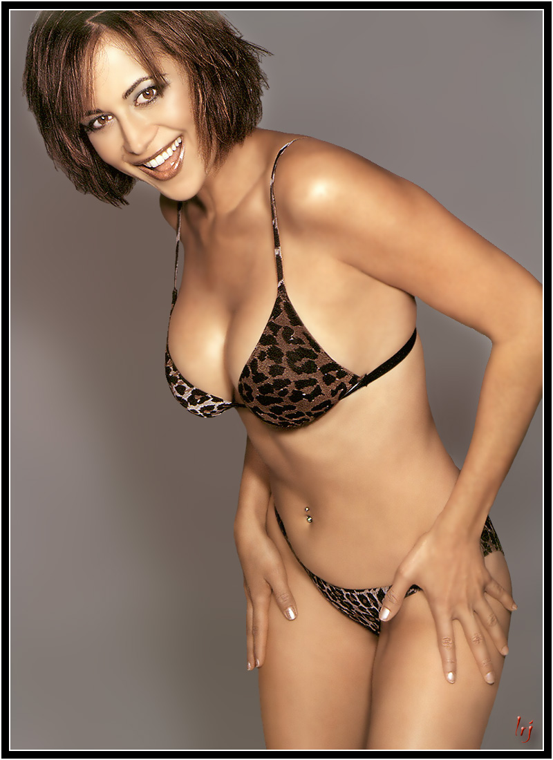Catherine Bell en bikini