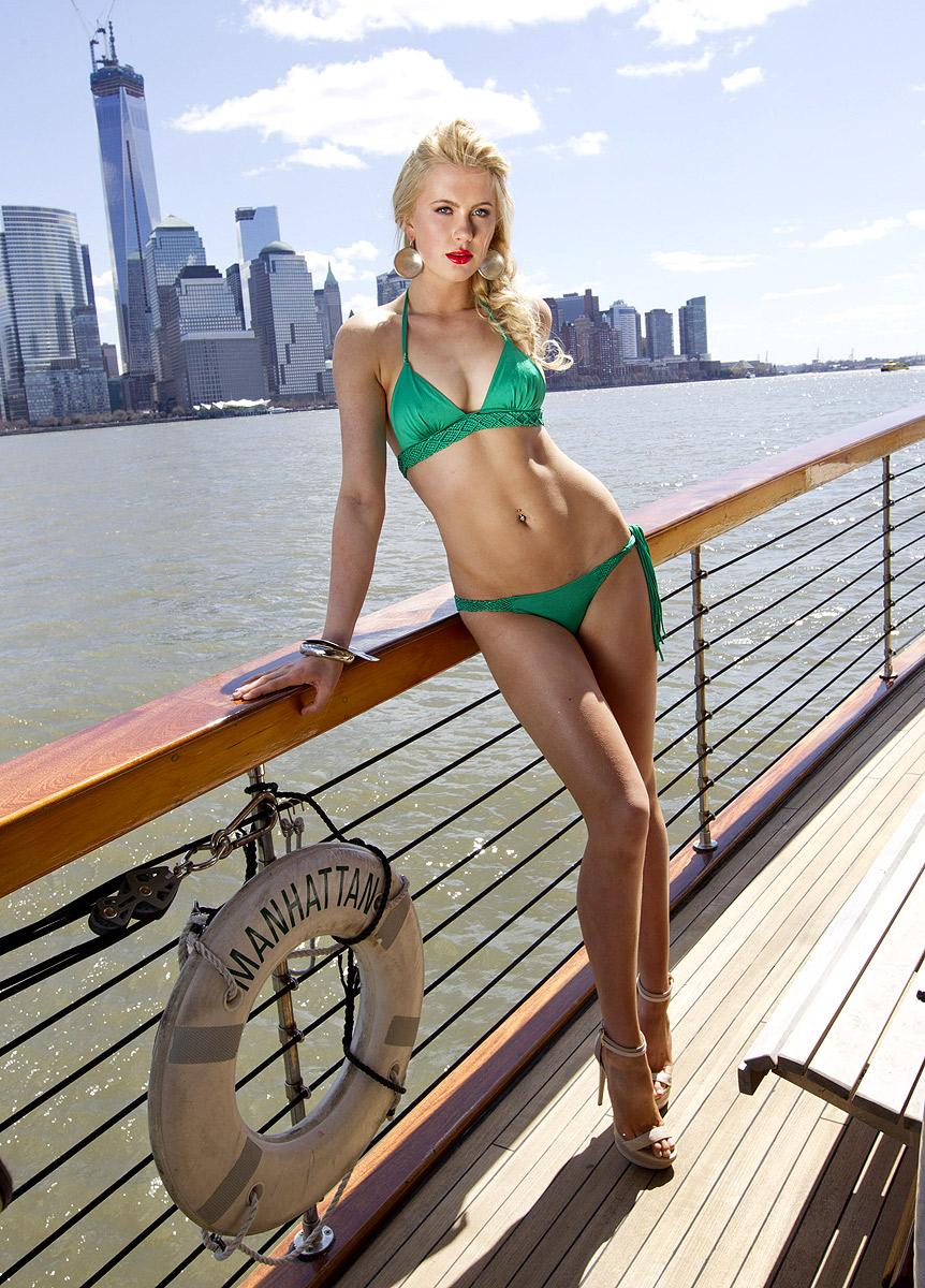 Ireland Baldwin en bikini