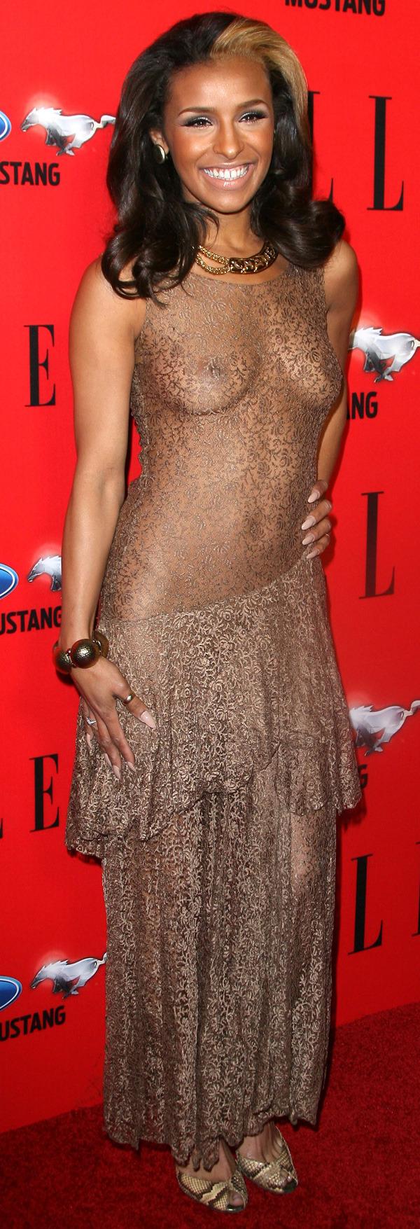 Melody Thornton en robe très transparente