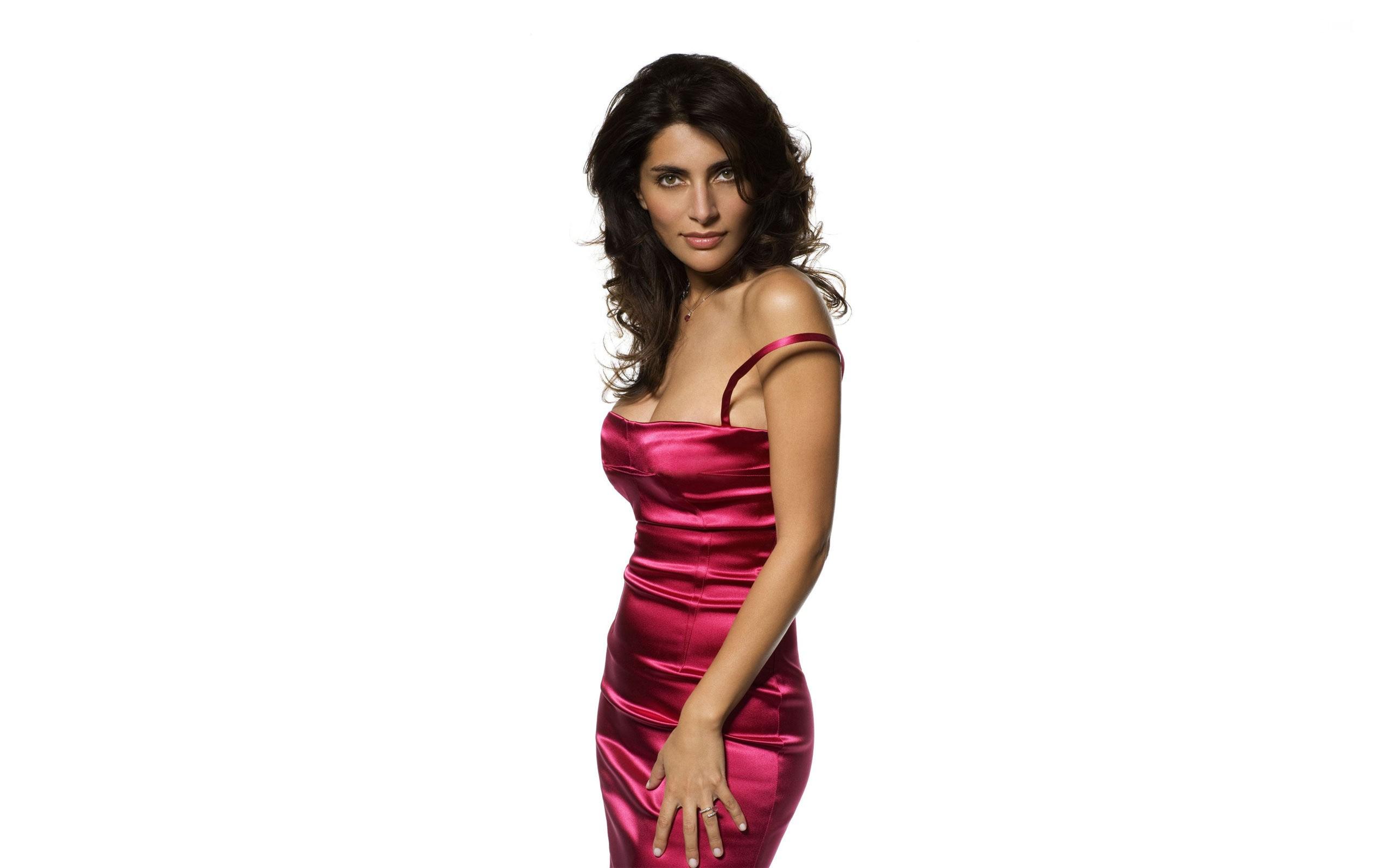 Caterina Murino en robe moulante