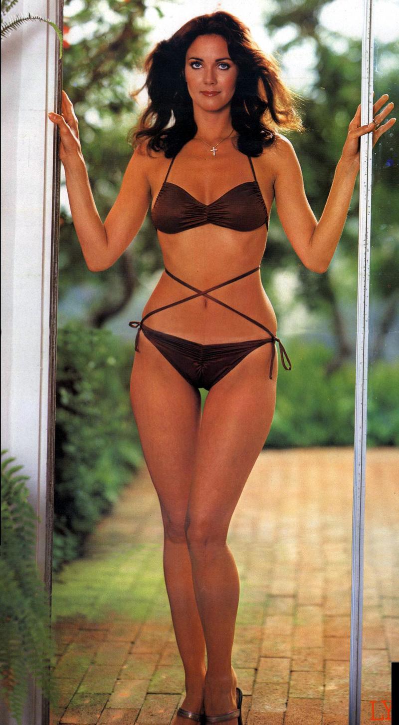 Lynda Carter en bikini