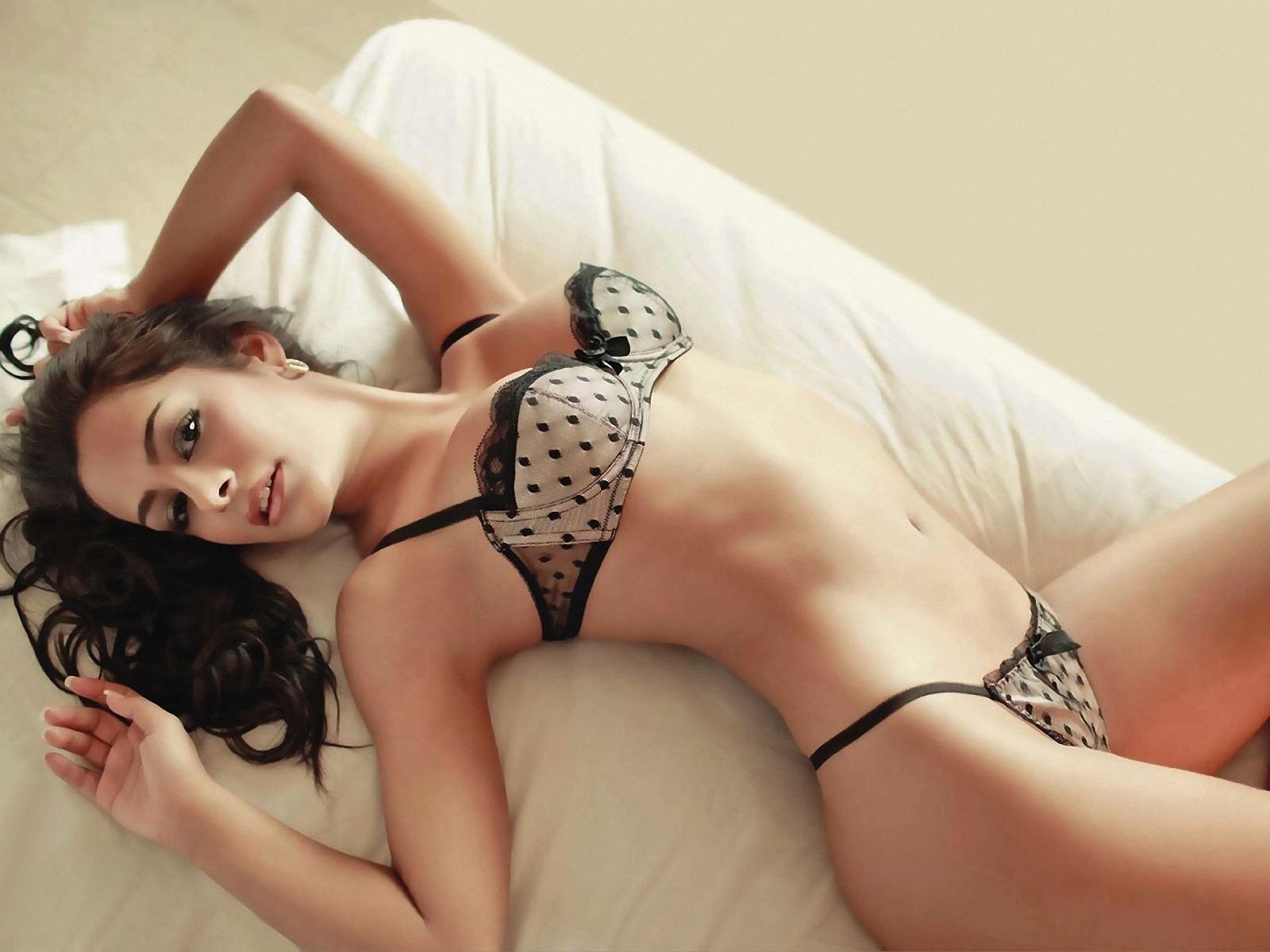 Larissa Riquelme en lingerie
