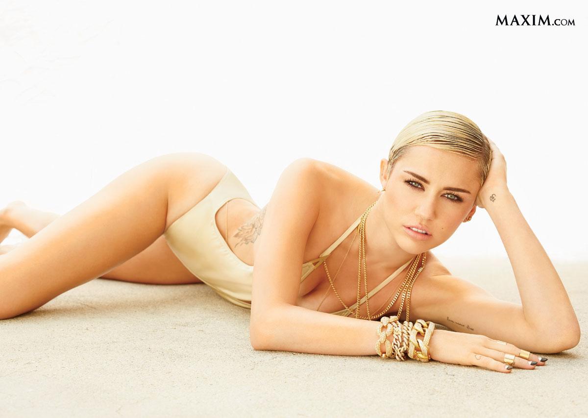 Miley Cyrus en maillot de bain échancré