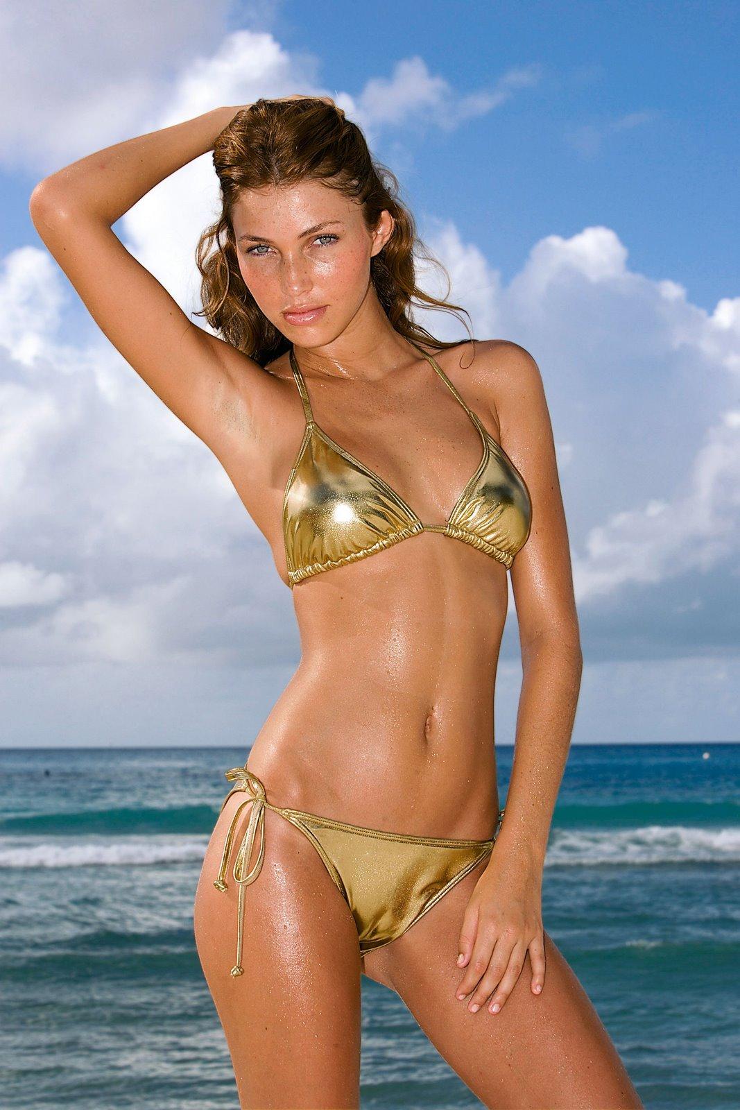 Simone Villas Boas en bikini