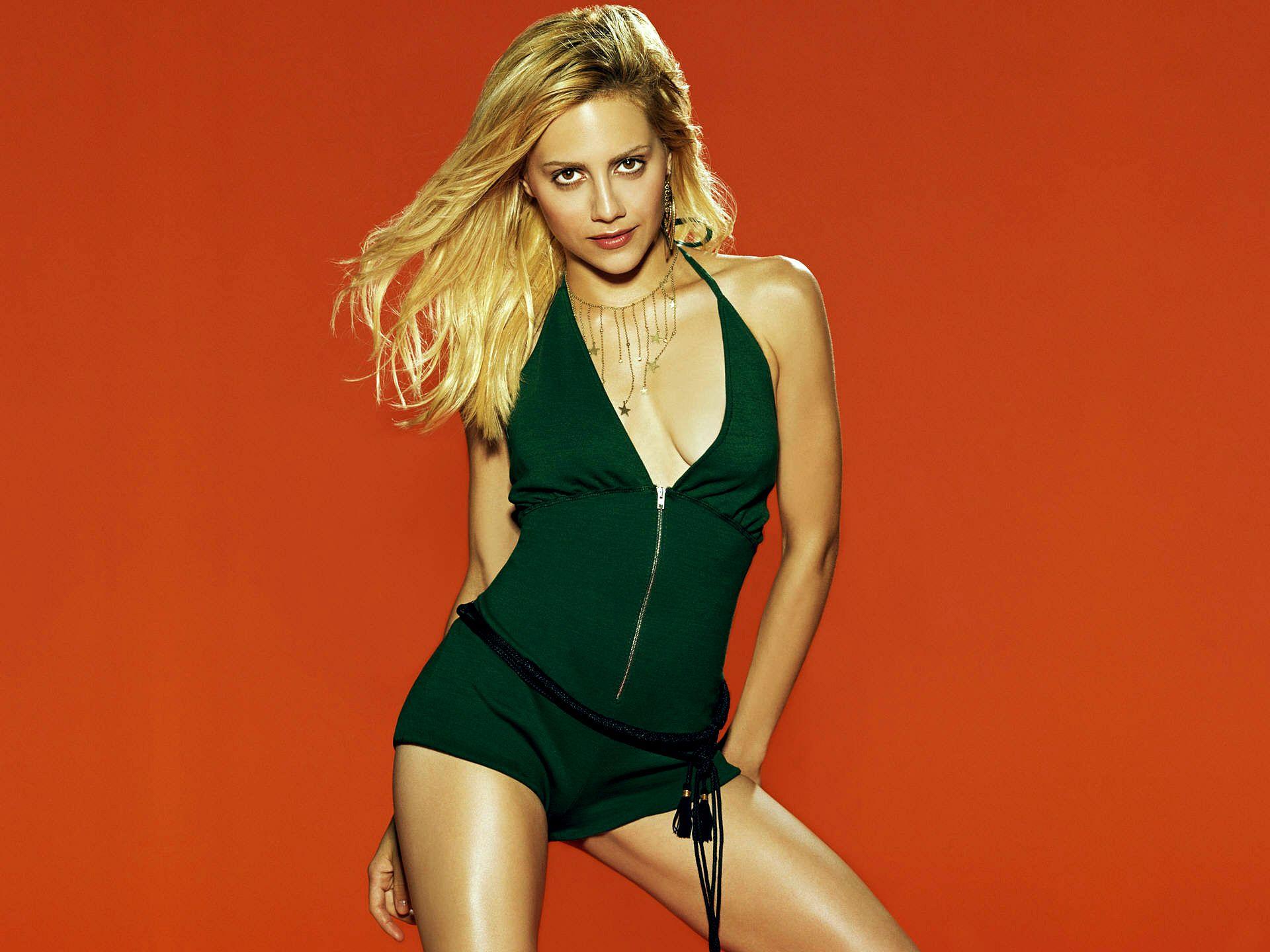 Brittany Murphy en body très décolleté