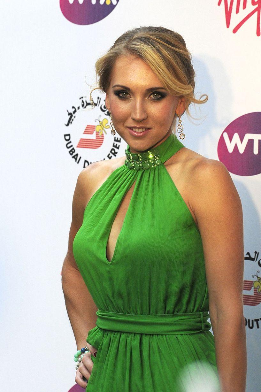 Elena Vesnina en robe décolletée