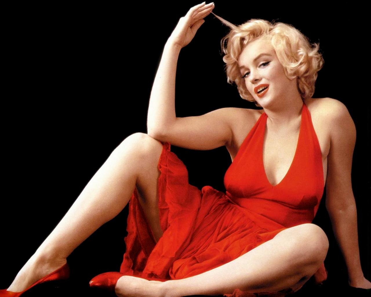 Marilyn Monroe en robe décolletée