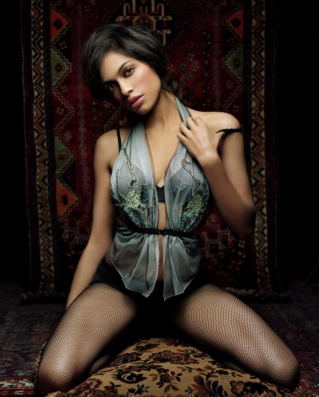 Rosario Dawson en lingerie