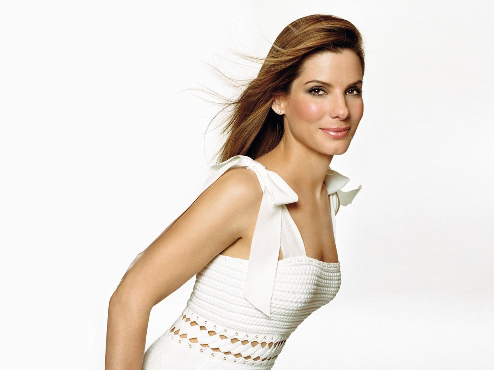 Sandra Bullock en robe moulante