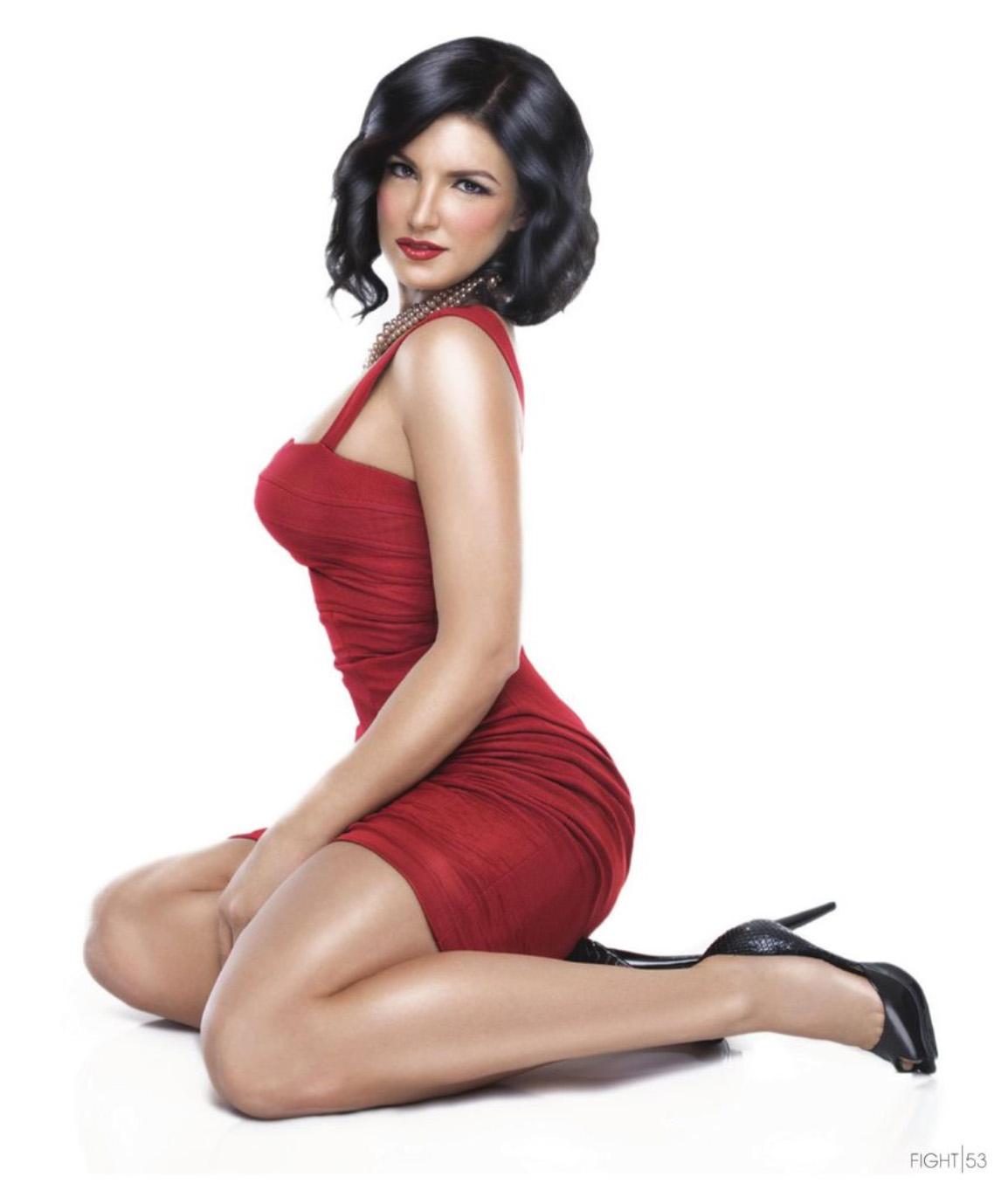 Gina Carano en mini-robe moulante