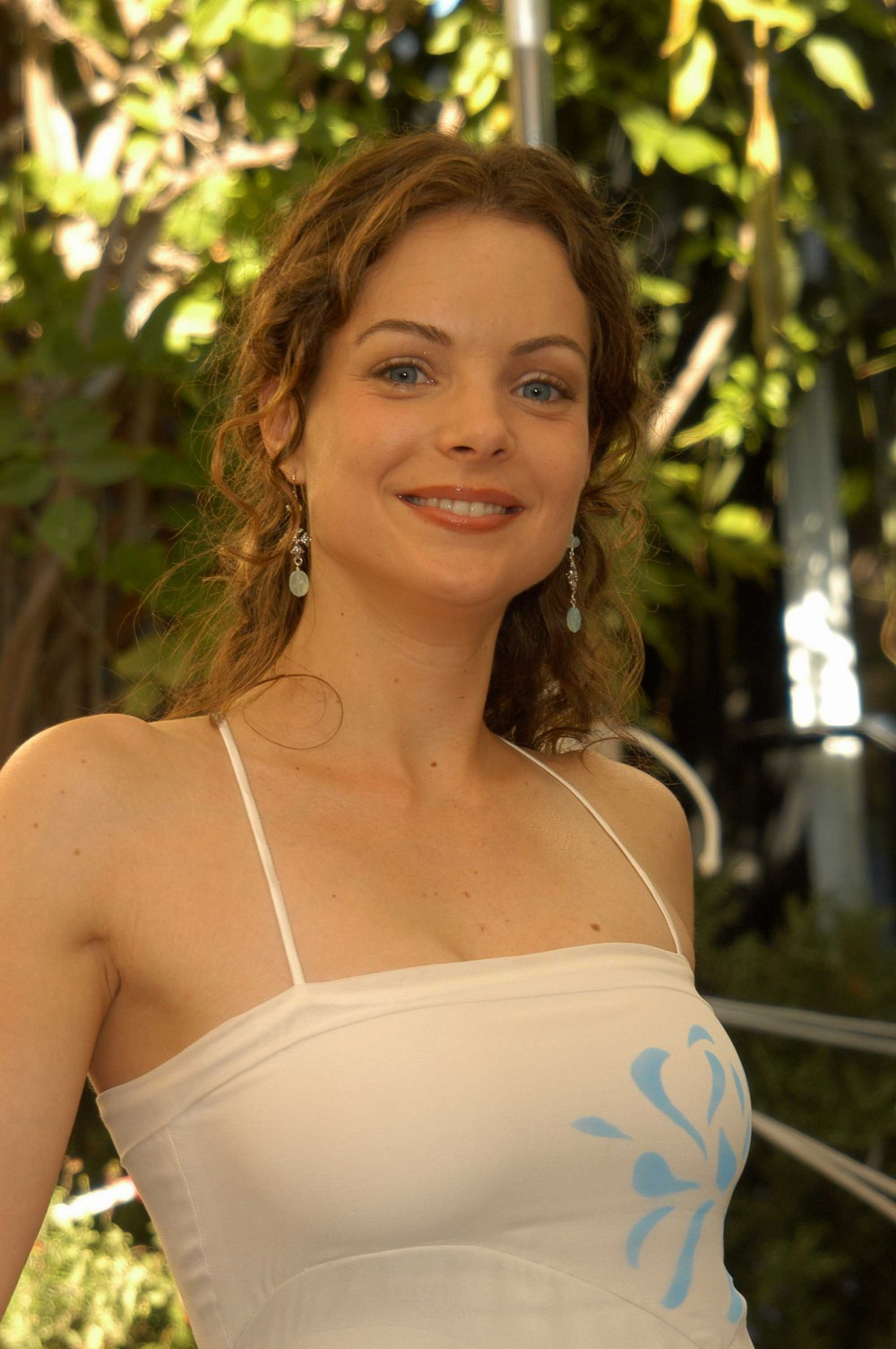 Kimberly Williams en robe moulante