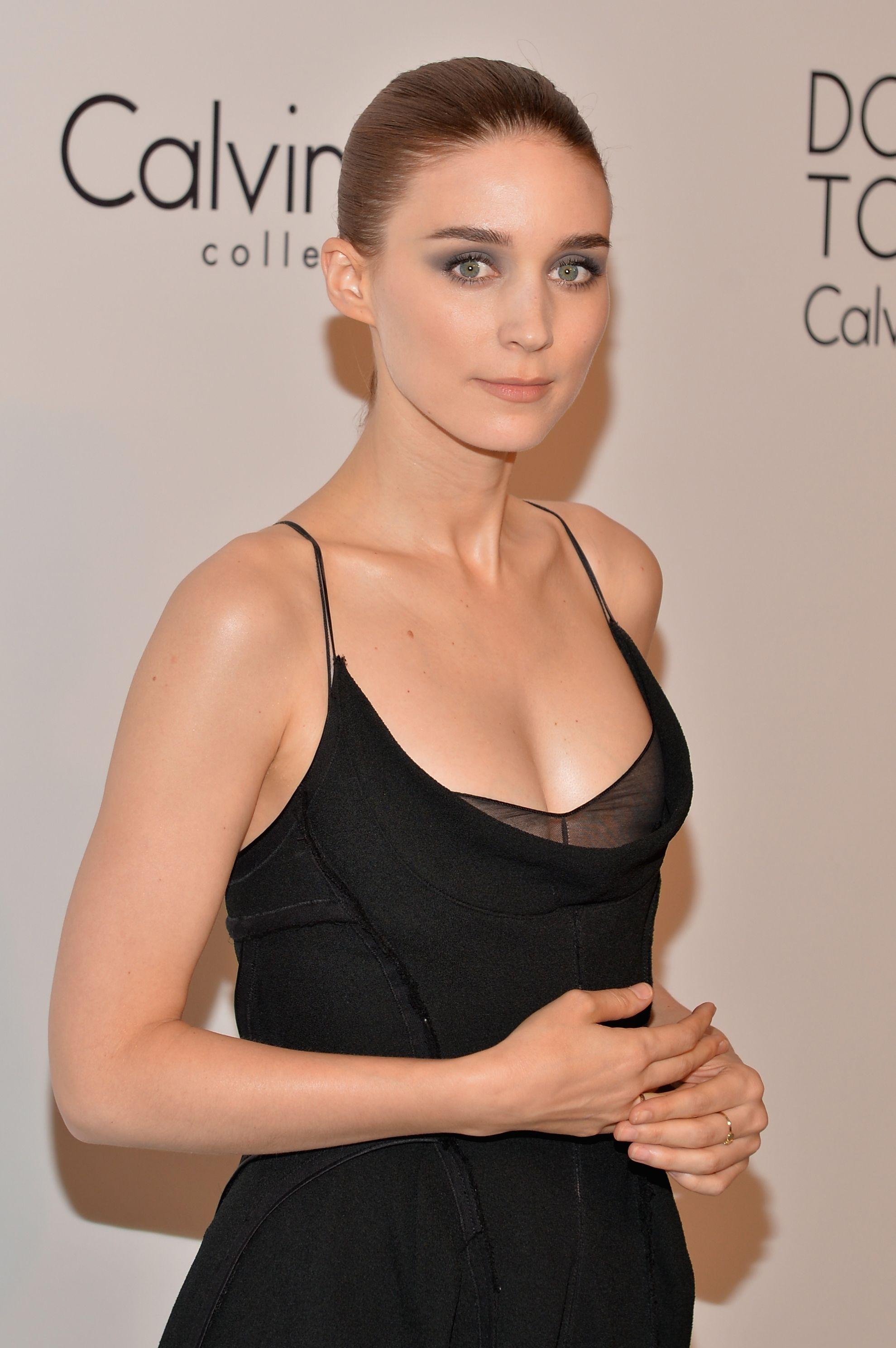 Rooney Mara en robe décolletée