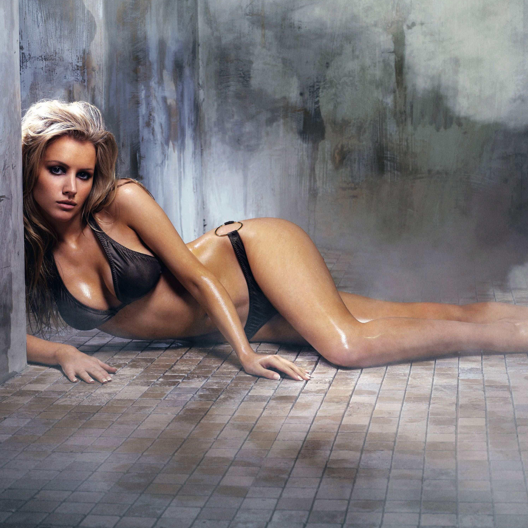 Tiffany Mulheron en bikini