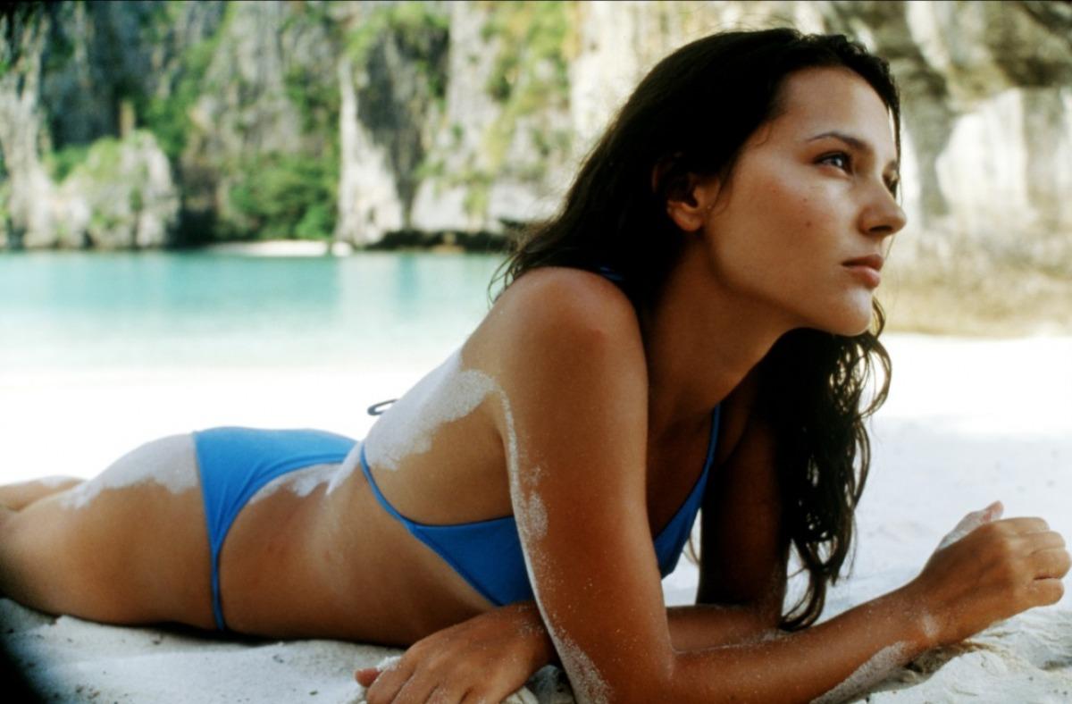 Virginie Ledoyen en bikini