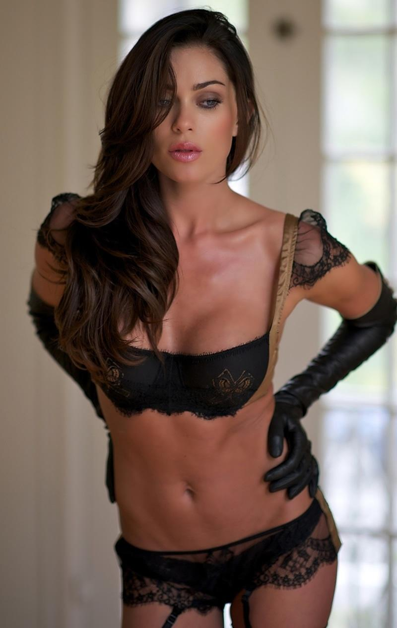 Jasmine Waltz en lingerie de dentelle