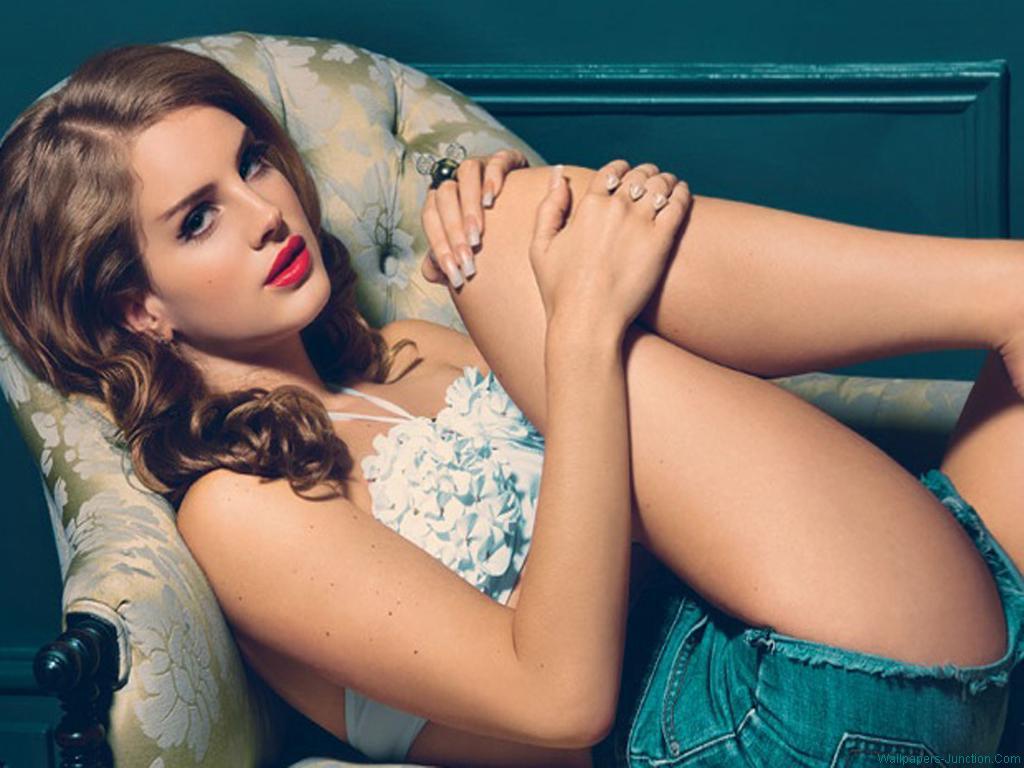 Lana Del Rey en mini-short