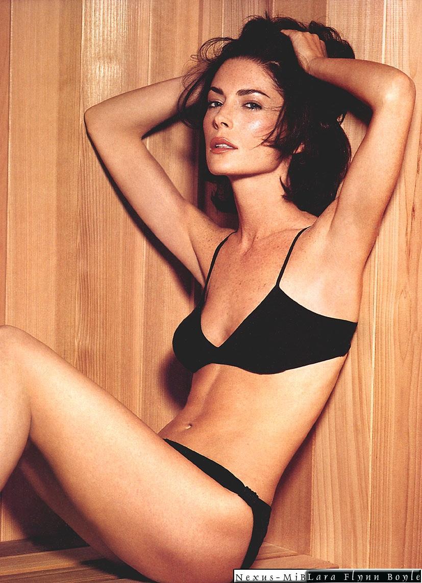 Lara Flynn Boyle en lingerie