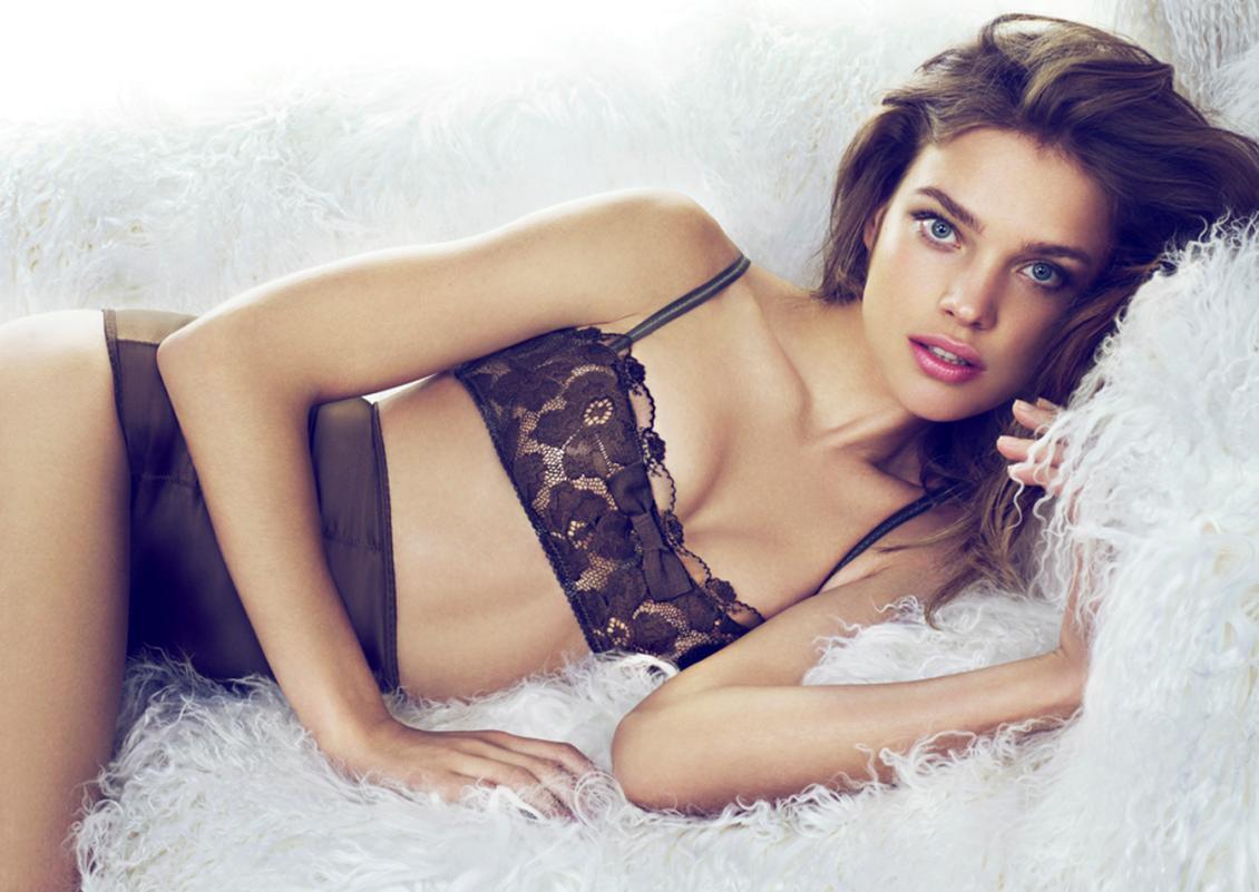 Natalia Vodianova en lingerie de dentelle