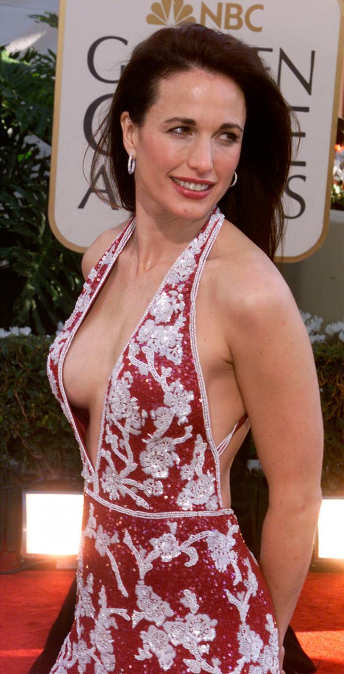 Andie MacDowell en robe très décolletée