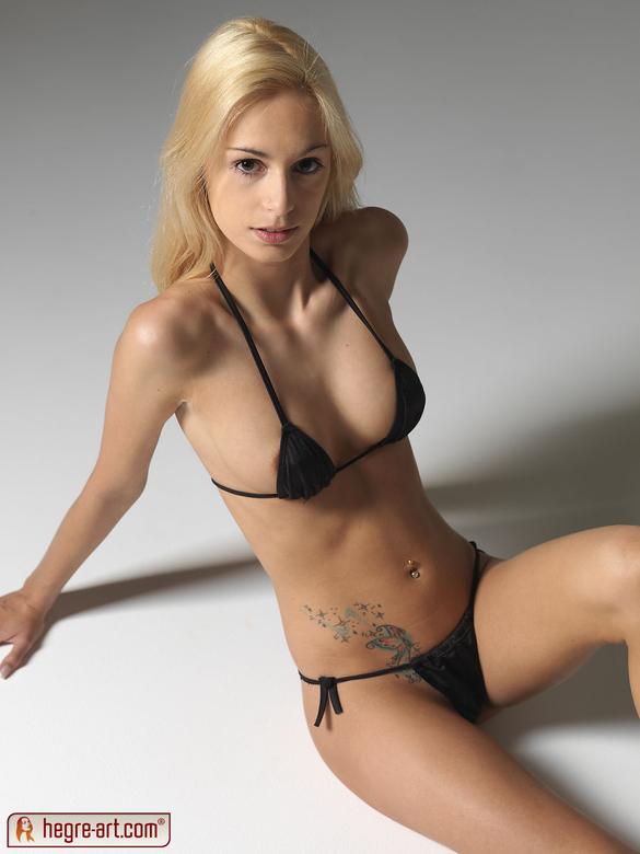 Erica Fontes en bikini