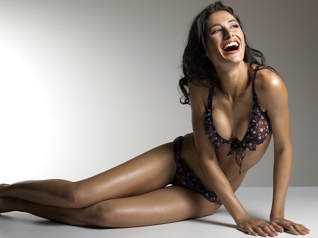 Nargis Fakhri en bikini
