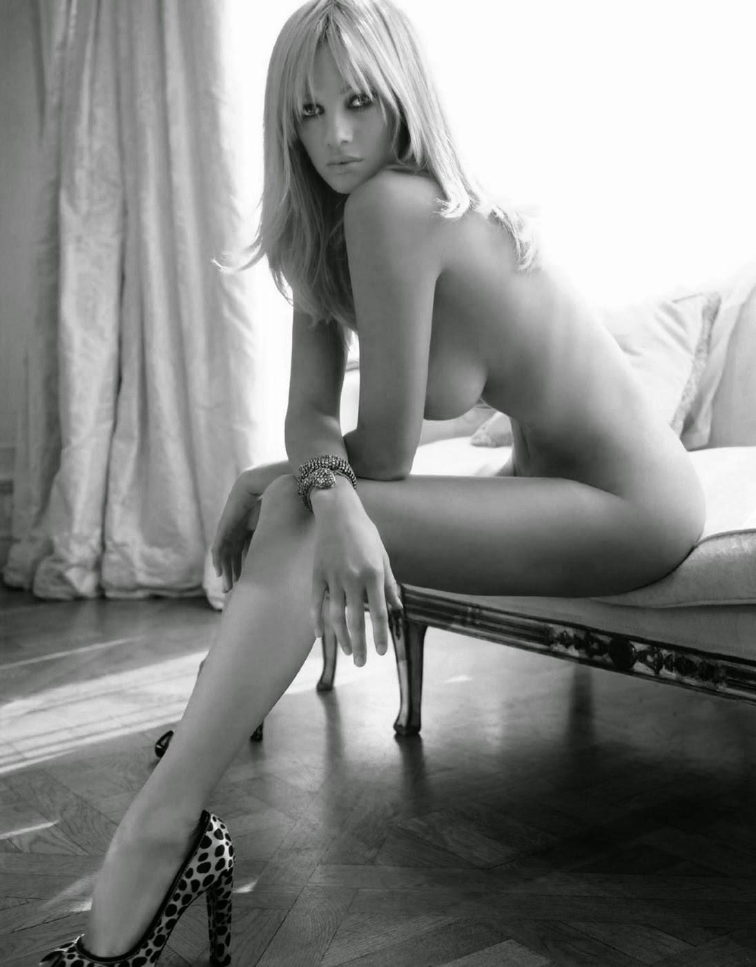 Julia Alexandratou Nude 81
