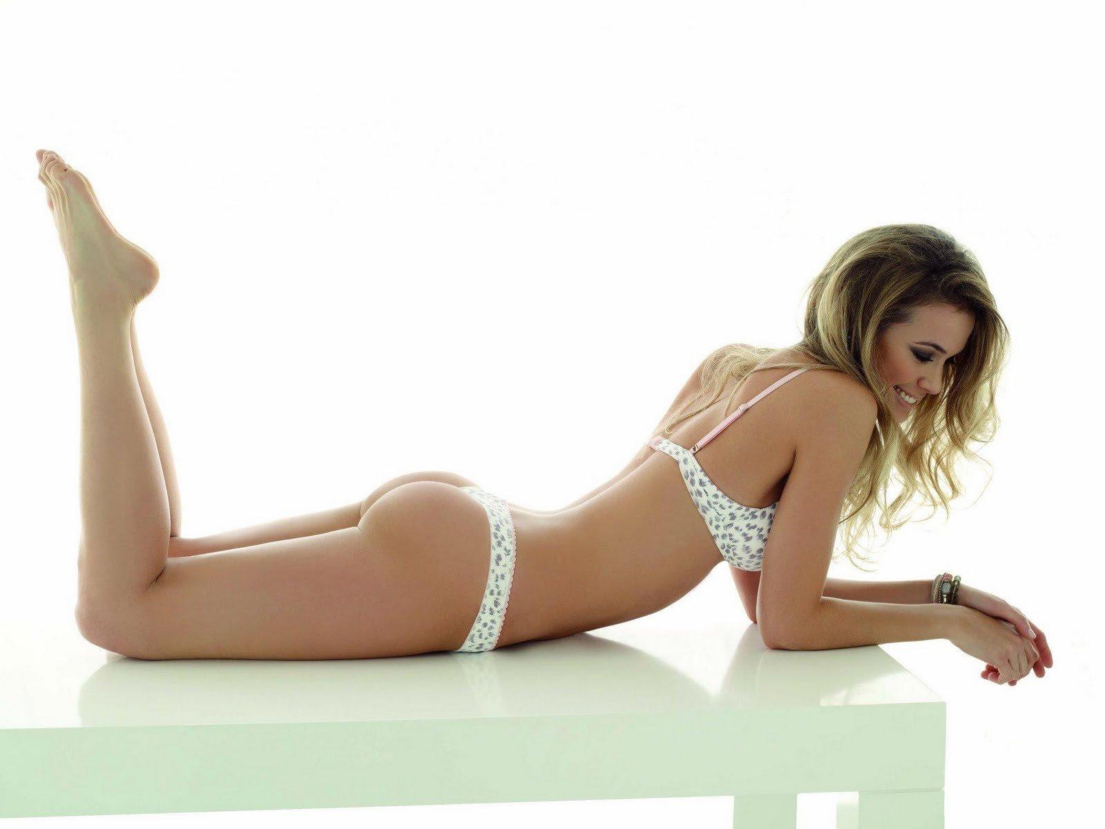 Alina Moine en lingerie