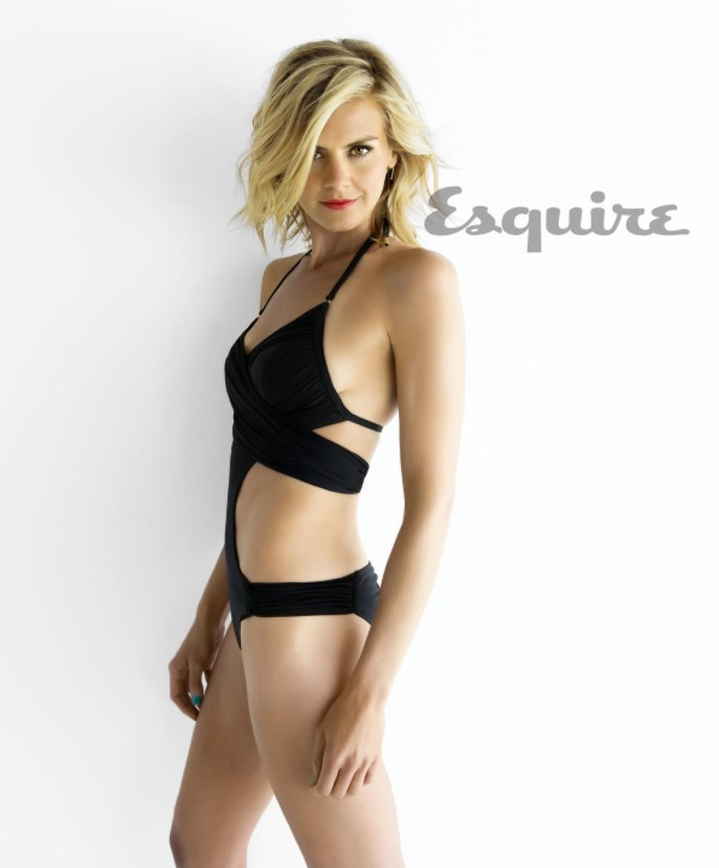 Eliza Coupe en maillot de bain