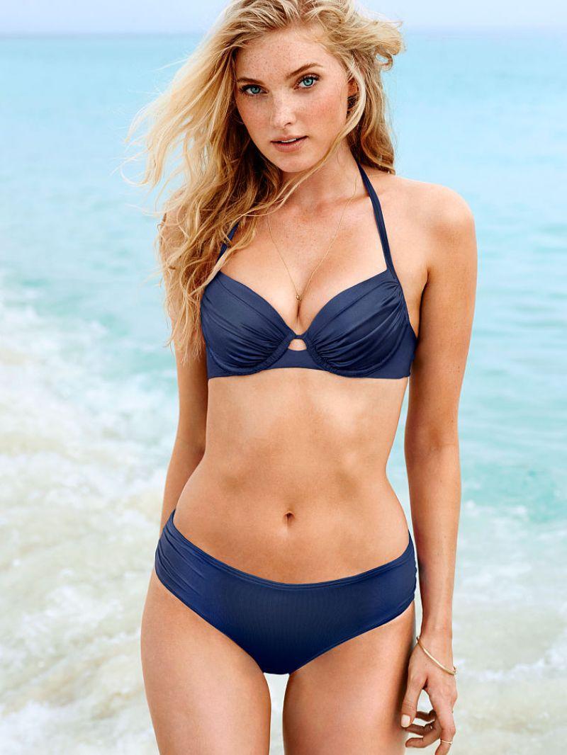 Elsa Hosk en bikini sur la plage