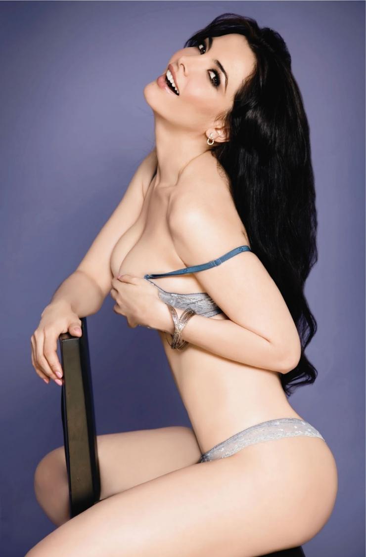Leia Freitas en lingerie de dentelle