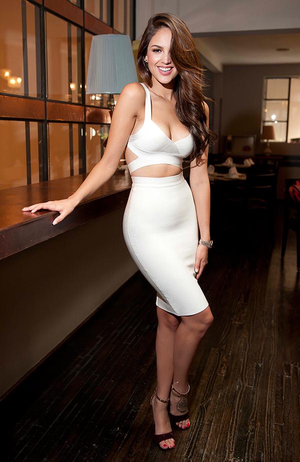 Eiza González en mini-robe échancrée