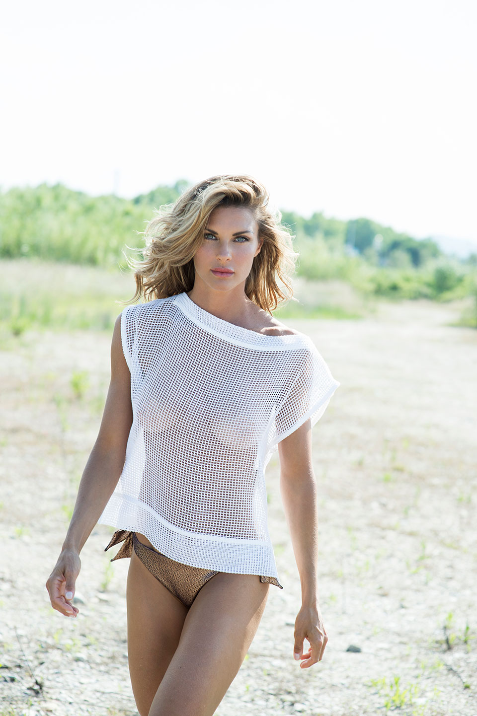 Martina Colombari en t-shirt transparent