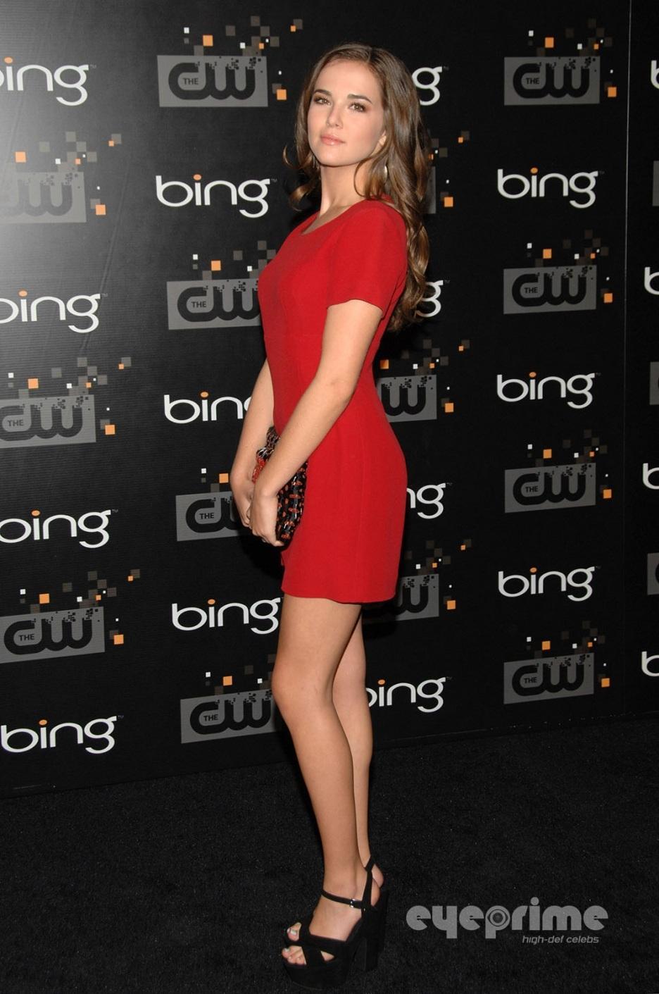 Zoey Deutch en mini-robe