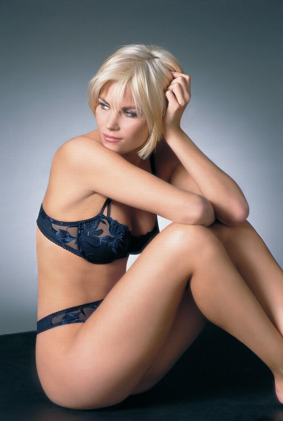 Tanja Dexters en lingerie de dentelle