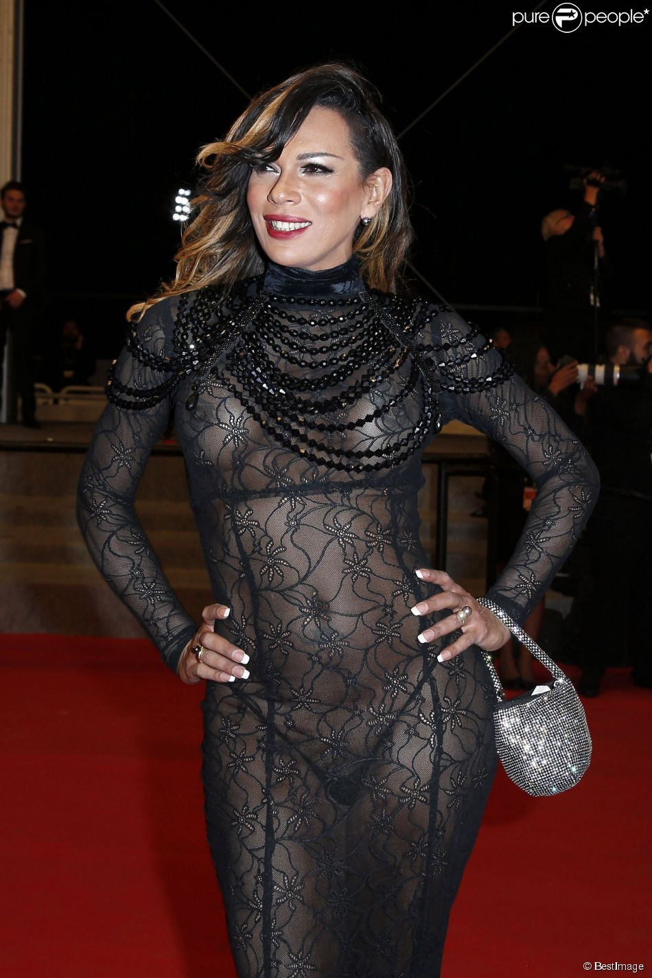 Stella Rocha en robe transparente
