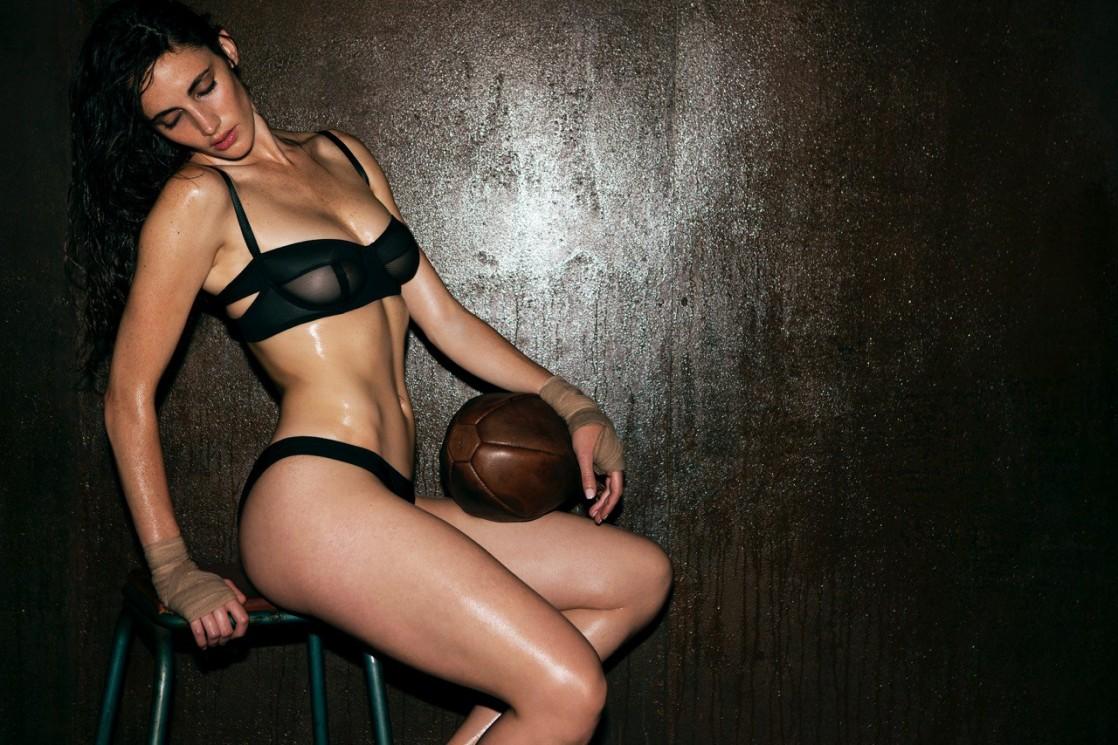 Xamira Zuloaga en lingerie