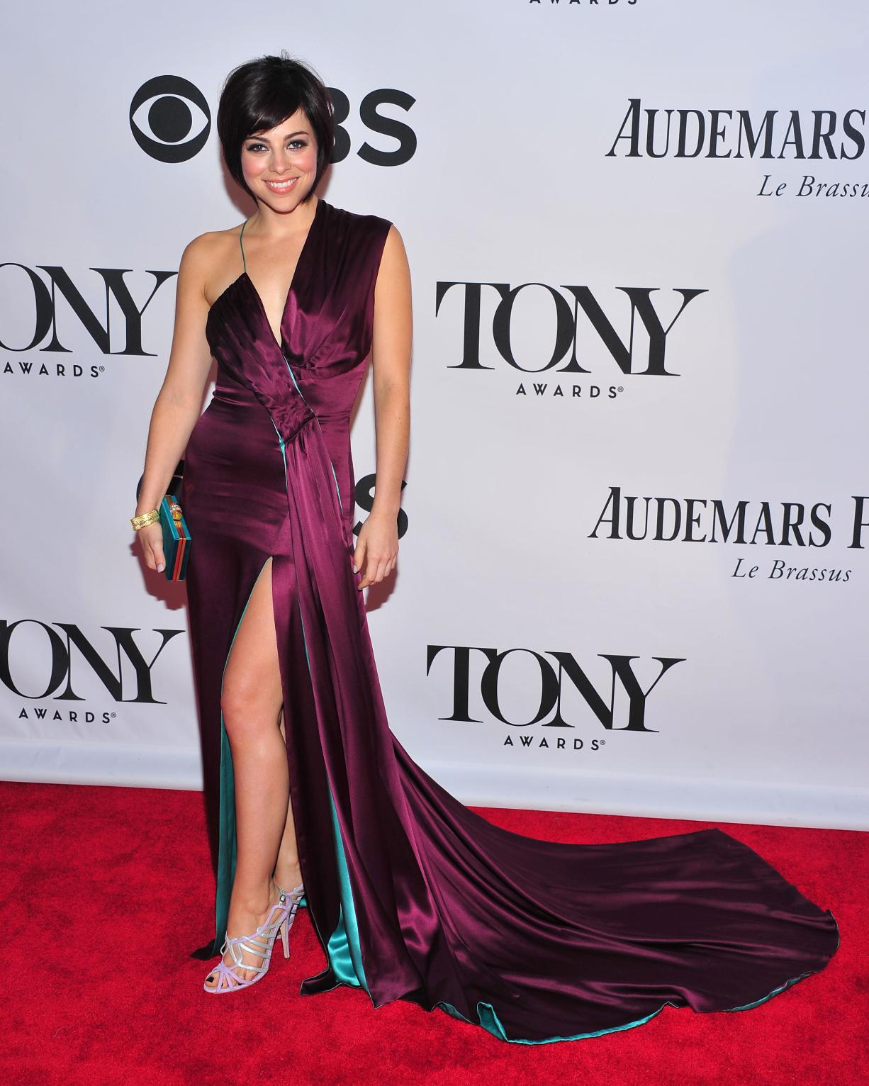 Krysta Rodriguez en robe fendue