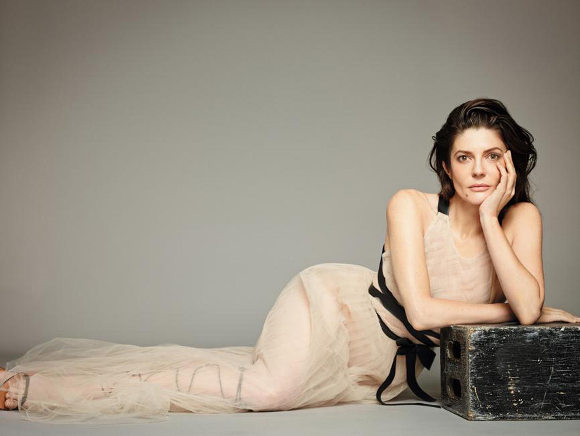 Chiara Mastroianni en robe transparente