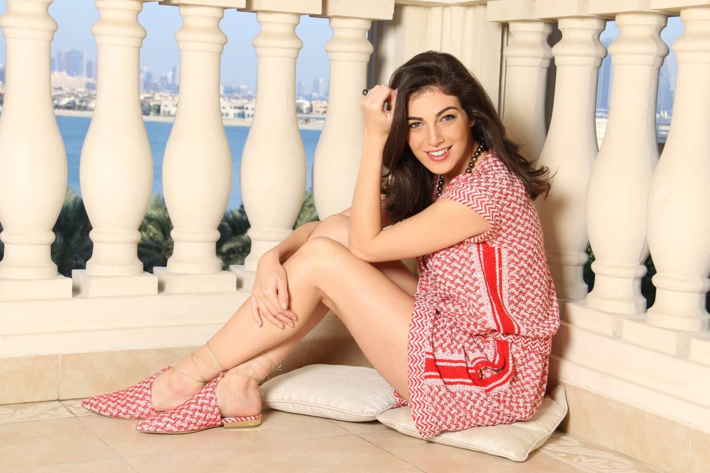 Razane Jammal en mini-robe