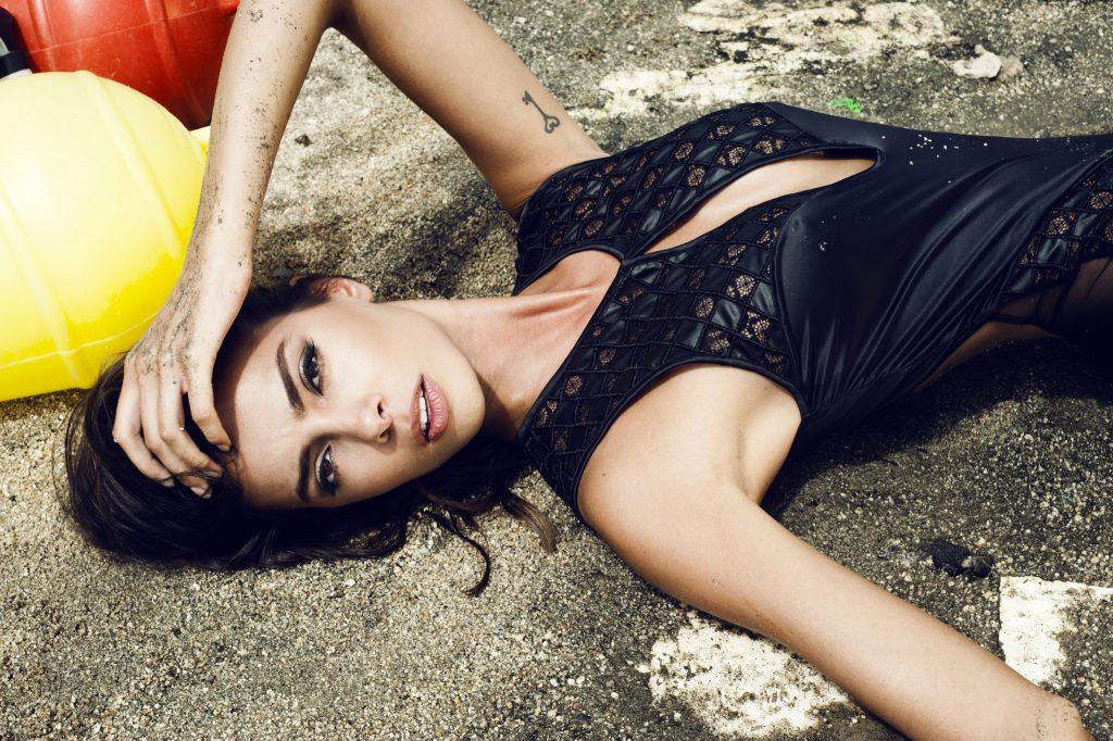 Joana Sanz en maillot de bain échancré